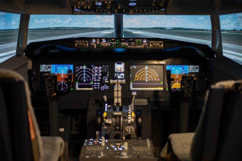 https://cockpitmax.com/wp-content/uploads/2018/08/BudPilot_737MAX_1maly-1024x681.jpg